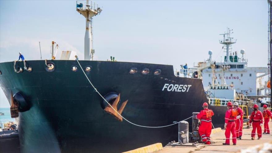 El petrolero iraní 'Forest' llega al puerto de Punta Cardón, en el noroeste de Venezuela, 27 de mayo de 2020.