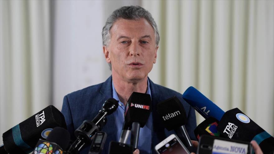El expresidente de Argentina, Mauricio Macri, ofrece un discurso en una rueda de prensa.