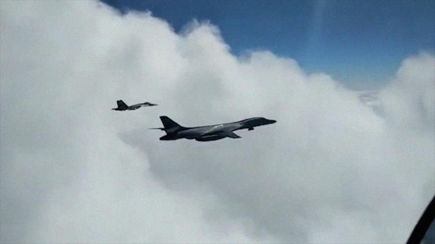Vídeo: Cazas rusos persiguen a bombarderos B-1B de EEUU en Báltico | HISPANTV
