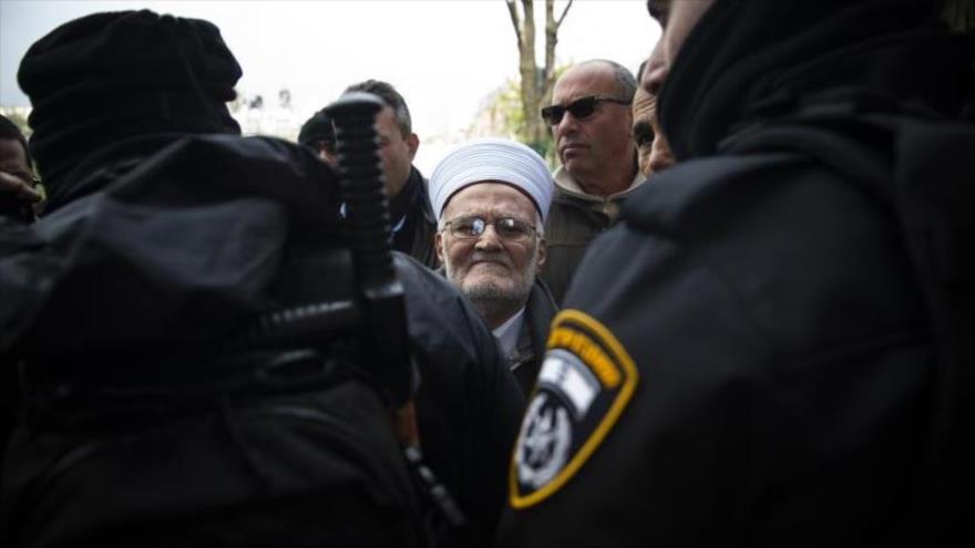 Israel detiene al orador de Al-Aqsa y cierra la Mezquita de Ibrahim | HISPANTV