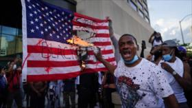 Vídeo: Queman bandera de EEUU en protestas por asesinato de Floyd
