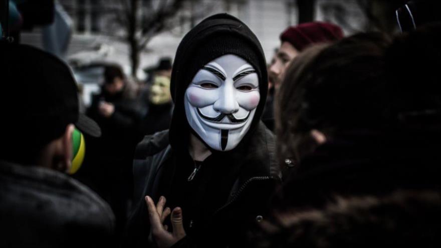 Vídeo: Hackers de Anonymous declaran la guerra a policía de EEUU