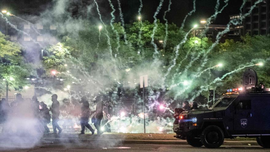 Mundo puede ver brutalidad policial; inundan las redes sociales | HISPANTV