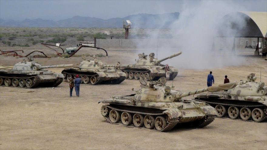 Tanques saudíes desplegados en la provincia de Adén, situada en el sur de Yemen.