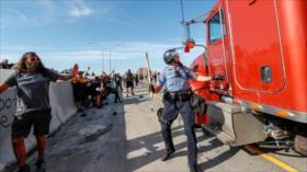 Un camión embiste a manifestantes por el asesinato de George Floyd