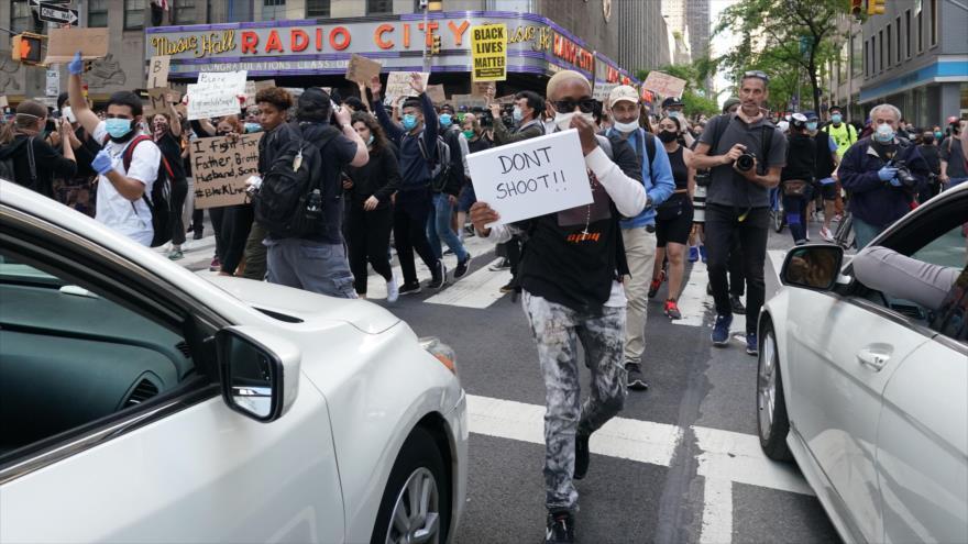 Atropello premeditado: Policía de EEUU embiste a manifestantes