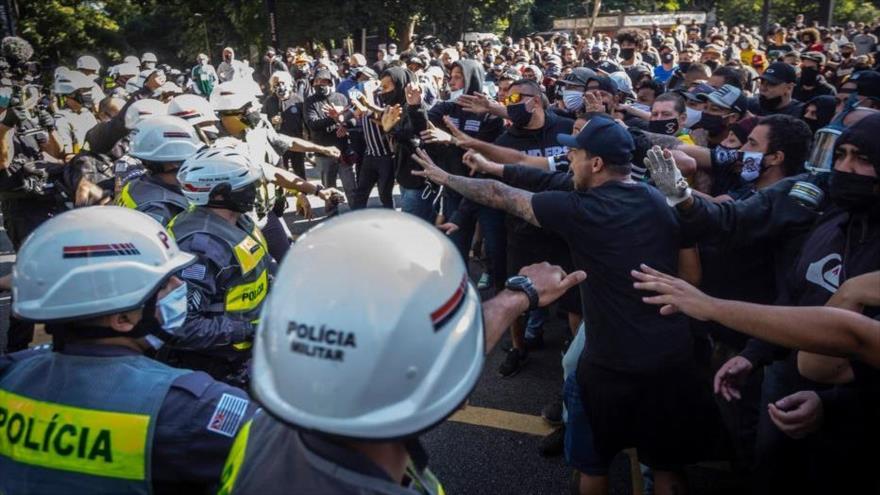 Policía de Brasil reprime con mano dura a opositores de Bolsonaro