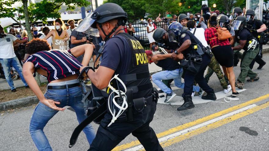 Así se respetan en EEUU la libertad y los DDHH: golpes, gas, balas | HISPANTV