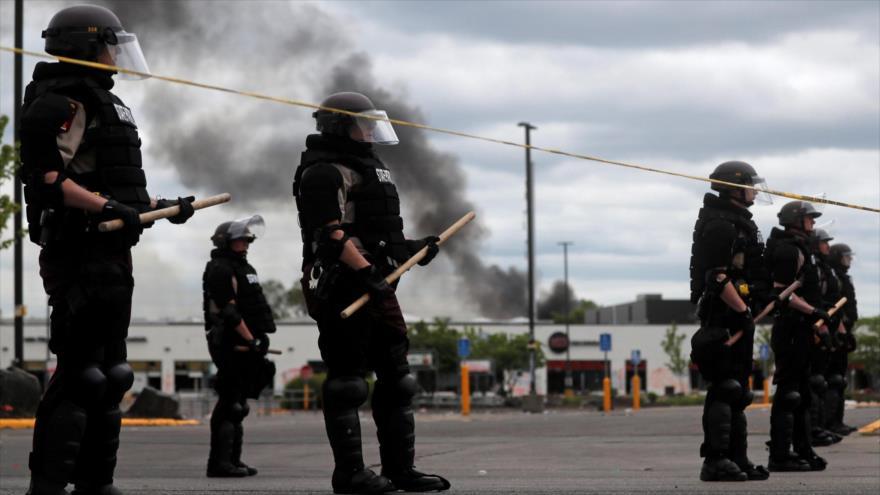 Miembros de la Patrulla Estatal de Mineápolis vigilan un área después de una protesta por la muerte de George Floyd, 29 de mayo de 2020. (Foto: Reuters)
