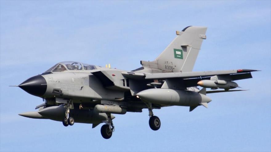 Un avión de combate Tornado Panavia de la Fuerza Aérea de Arabia Saudí.