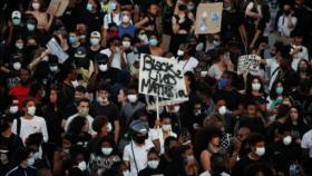 20 000 personas protestan en París contra violencia policial