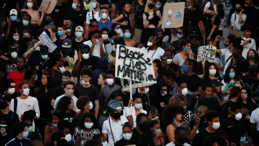20 000 personas protestan en París contra violencia policial | HISPANTV