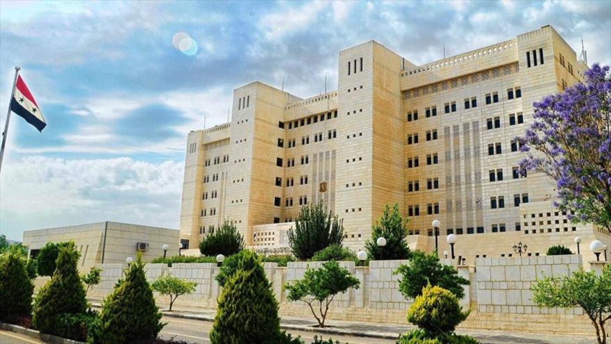 Fachada de la sede de la Cancillería siria en Damasco.