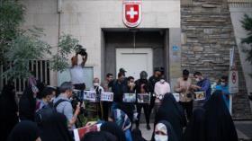 Estudiantes universitarios iraníes protestan contra racismo en EEUU