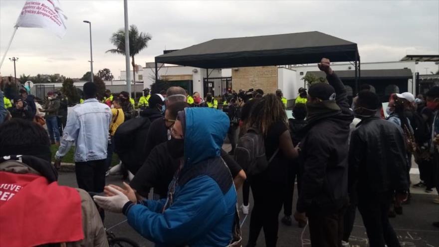 Colombianos protestan contra envío de militares de EEUU | HISPANTV