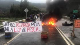 Carabineros reprimen brutalmente protesta de pescadores en Chile