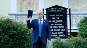 Demandan a Trump por reprimir protesta pacífica para hacerse fotos