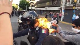 Se desbordan protestas en Guadalajara (México); queman a un policía