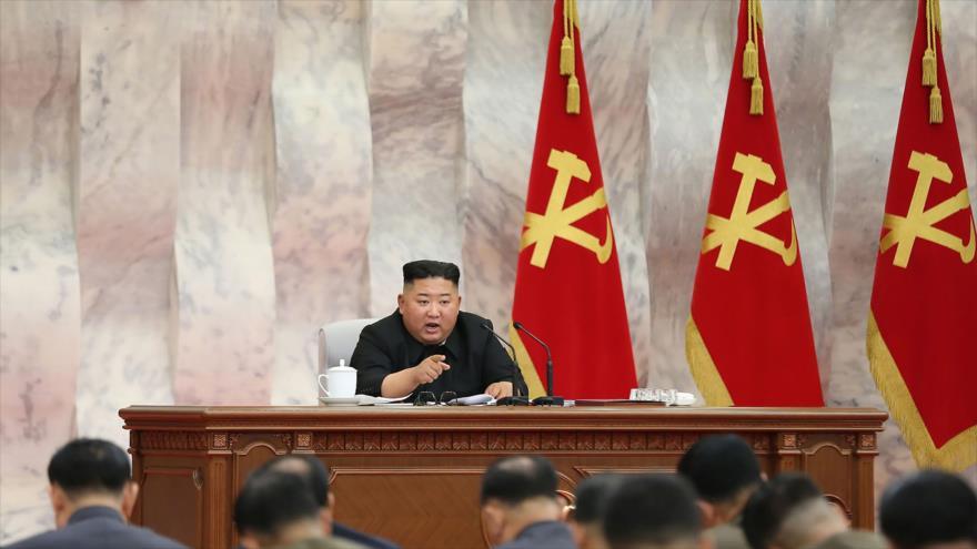 Líder norcoreano, Kim Jong-un, en Comisión Militar Central del Partido de Trabajadores de Corea, en Corea del Norte, 24 de mayo de 2020. (Foto: AFP)
