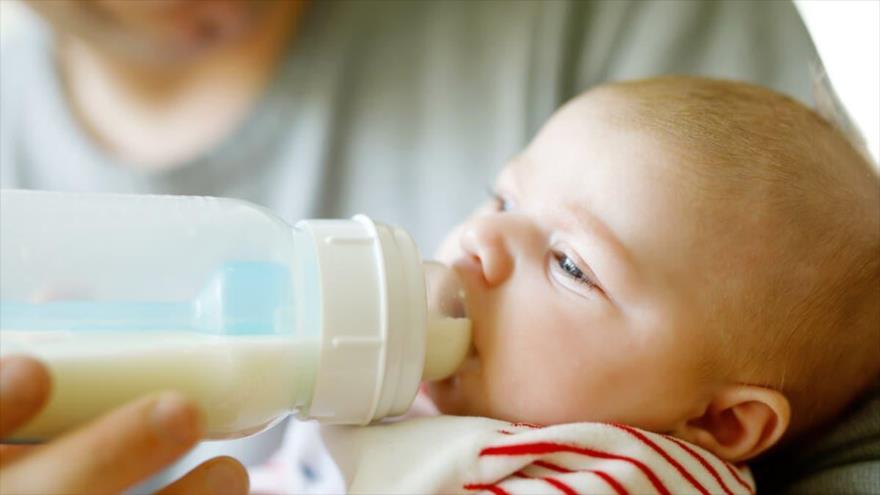 Científicos dicen que leche materna puede contener ARN de COVID-19 | HISPANTV