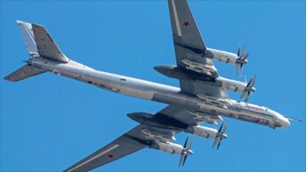 Cazas F-22 de EEUU escoltan bombarderos rusos en el océano Pacífico
