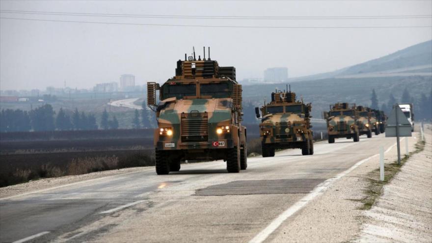 Un convoy militar del Ejército turco desplegado en la provincia de Idlib, en el noroeste de Siria.