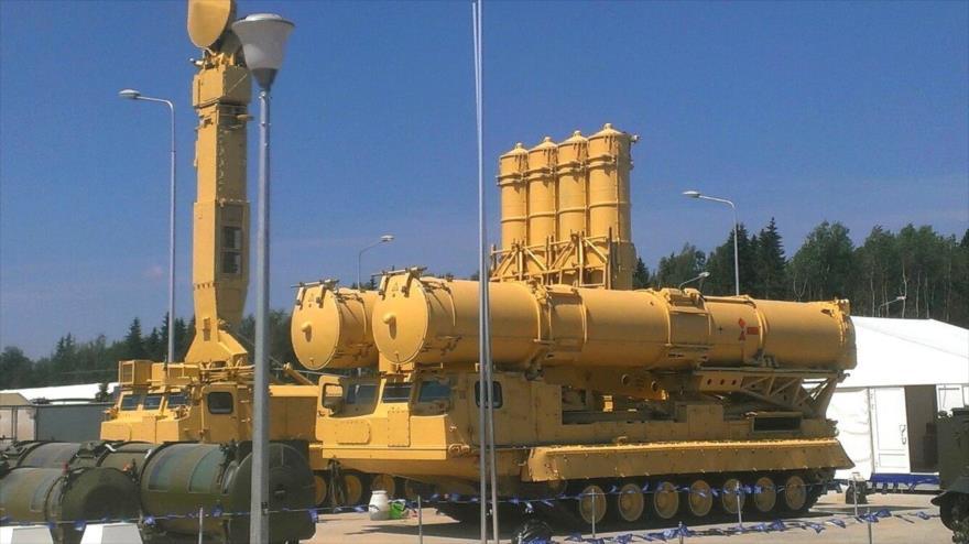 Sistema egipcio de defensa aérea S-300, de fabricación rusa.