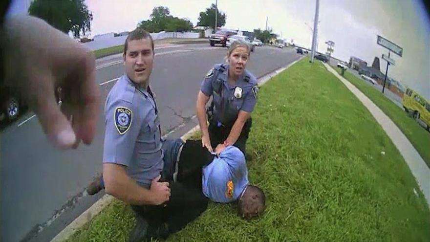 Nuevos casos de brutalidad policial salen a la luz en EEUU   HISPANTV