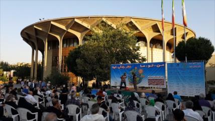 Inician teatros al aire libre bajo protocolos de sanidad en Teherán