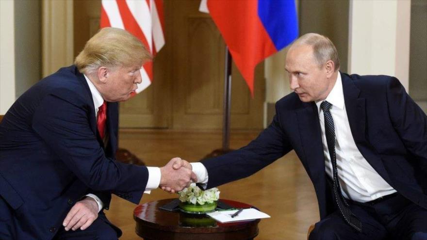 "Bolton: Putin ""cree que puede manipular"" fácilmente a Trump | HISPANTV"