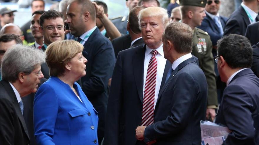 El presidente de EE.UU., Donald Trump, junto a otros líderes europeos asisten a la cumbre del G7 en Taormina, Sicilia, Italia, 26 de mayo de 2017.
