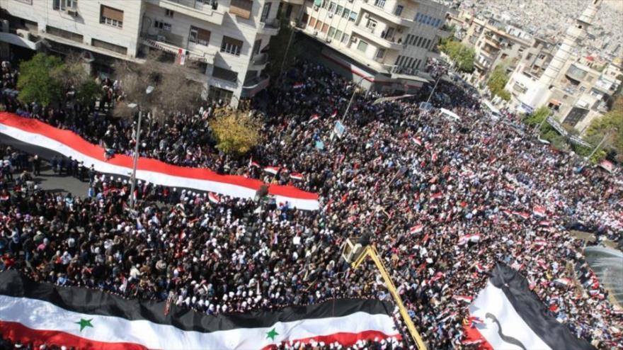 """Sirios protestan contra la llamada """"Ley César"""" de Estados Unidos"""
