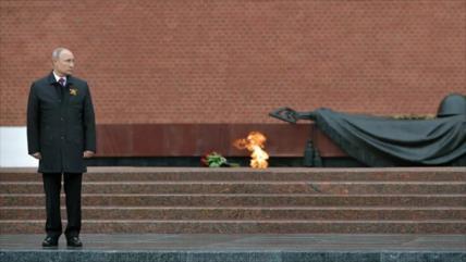 """Putin ve """"peligroso"""" el cambio de historia de guerra por Occidente"""