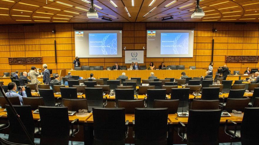 AIEA avala resolución antiraní; Teherán promete respuesta adecuada