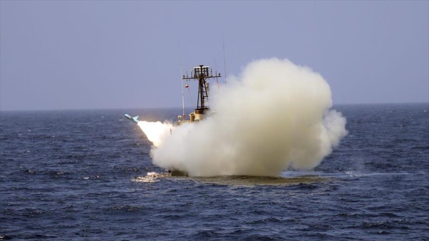 Manobra de mísseis da Força Naval do Exército Iraniano no norte do Oceano Índico, em 18 de junho de 2020.