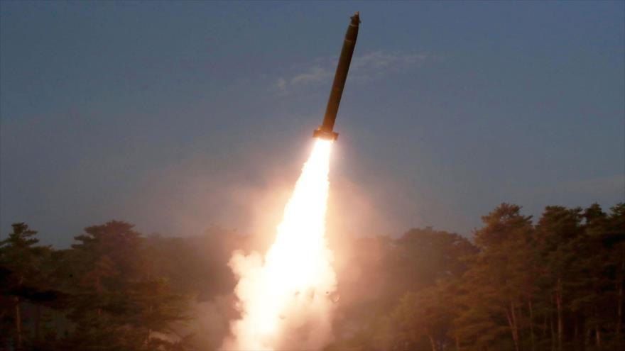 Una prueba de misiles de Corea del Norte en un lugar no revelado, 9 de marzo de 2020. (Foto: KCNA)