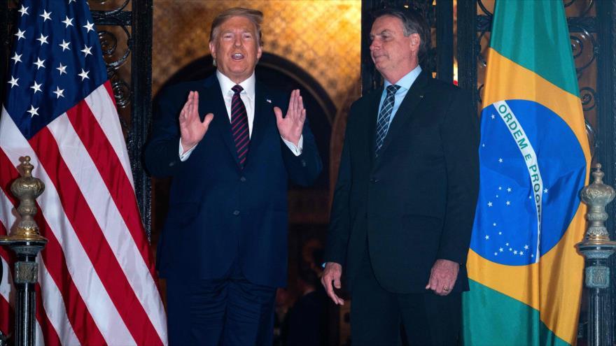 El presidente brasileño, Jair Bolsonaro (dcha.), y su par estadounidense, Donald Trump, en Florida (EE.UU.), 7 de marzo de 2020. (Foto: AFP)