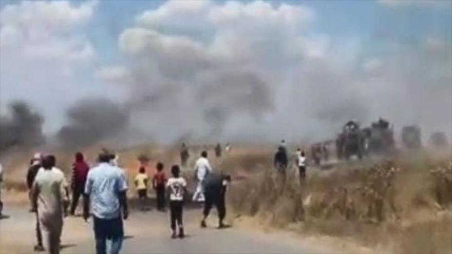 Vídeo: Sirios frenan paso de convoy de EEUU y lo atacan con piedra | HISPANTV