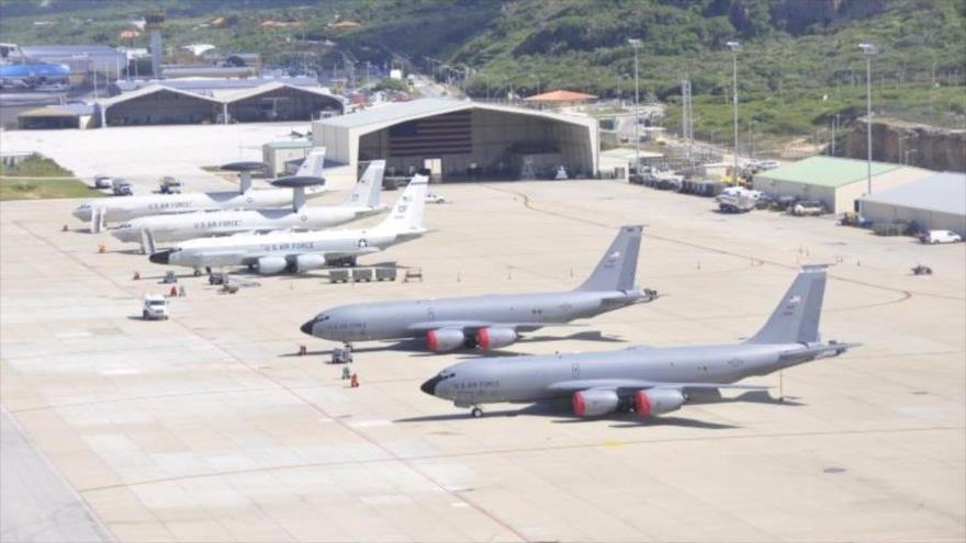 Varios aviones de la Fuerza Aérea de EE.UU. desplegados en el Aeropuerto Internacional Hato, en la isla de Curazao, en el Caribe.
