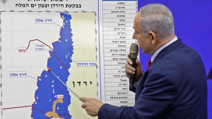 El premier israelí, Benjamín Netanyahu, muestra la zona que Israel pretende anexionar, 10 de septiembre de 2019. (Foto: AFP)