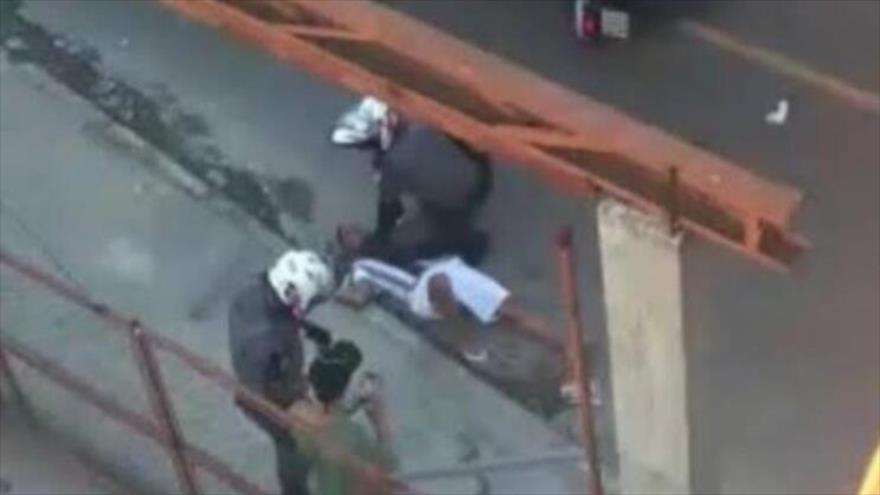 Vídeo: Joven se desmaya por agresión brutal de Policía de Brasil