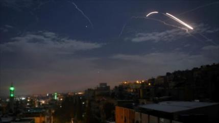 Ataque aéreo israelí en Siria mata a dos soldados y hiere a cuatro