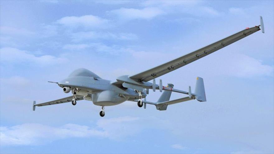 Dron de espionaje Heron de fabricación israelí en pleno vuelo.