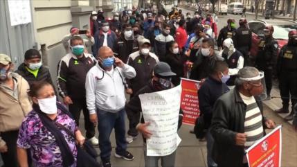 Trabajadores peruanos marchan por subvenciones, trabajo y bonos