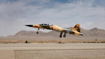 Defensa de Irán entrega 3 cazasde fabricación nacional al Ejército