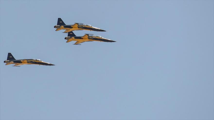 Nuevos aviones de combate Kosaren, de fabricación iraní, en pleno vuelo en Isfahán (centro), 25 de junio de 2020. (Foto: YJC)