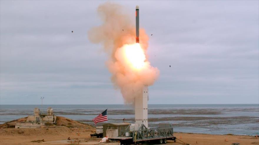 Momento de lanzamiento de un misil de crucero estadounidense en la isla de San Nicolás, California, 18 de agosto de 2019.