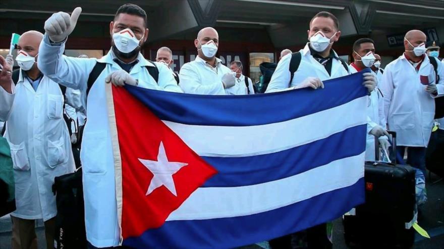 Un grupo de médicos cubanos llegan a Honduras, 19 de abril de 2020. (Foto: AFP)