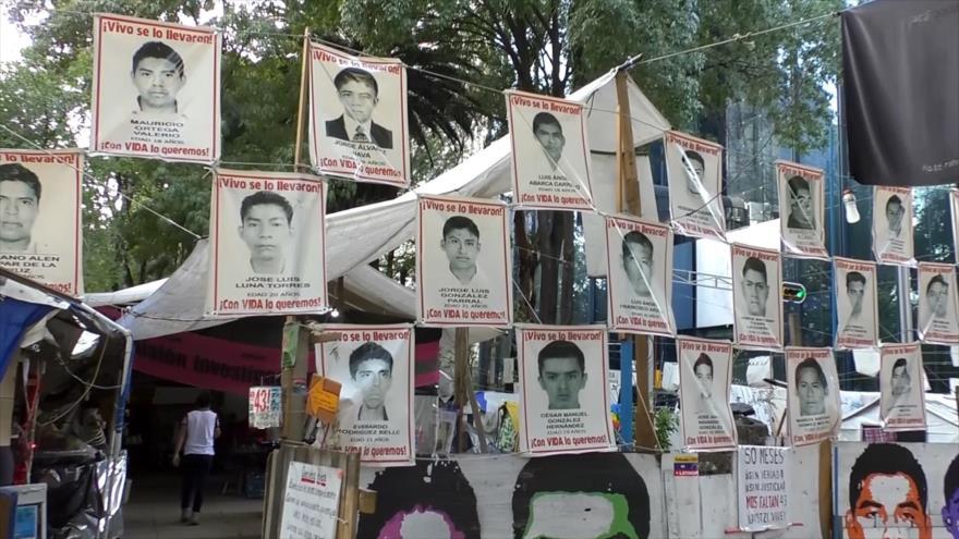 Padres de los 43 de Ayotzinapa exigen resultados de investigación