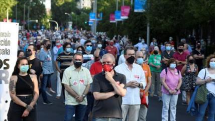 Miles de españoles toman las calles para pedir dimisión de Sánchez
